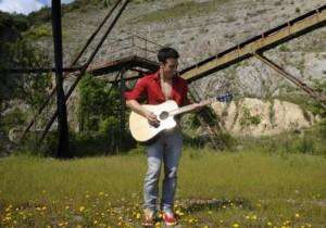 Marino Alberti, il cantautore italiano che fa emozionare il mondo.